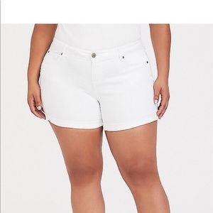 Nwt Torrid size 24 white denim shorts